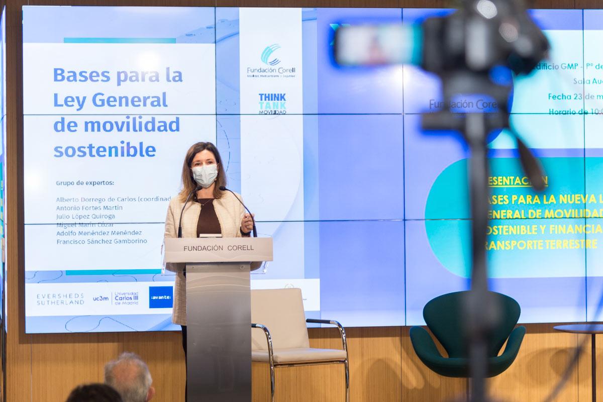 """Dña. Mª José Rallo, Secretaria General de Transporte, en la clausura de la Jornada de presentación del trabajo """"Bases para una nueva ley de Movilidad""""."""
